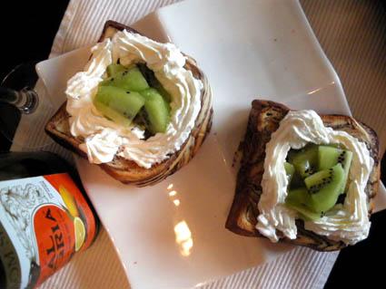 20120707 ダブルキウイのクリームトースト2.jpg